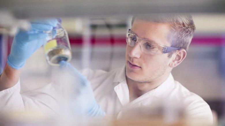 Entwicklung: Suche nach neuen Wirkstoffen in einem pharmazeutischen Labor. Foto: Imago