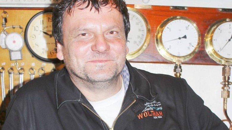 Der Maschinist: Michael Jahn ist Kesselexperte beim Tüv Nord und engagiertes Mitglied beim Museumshafen Oevelgönne. Foto: Museumshafen