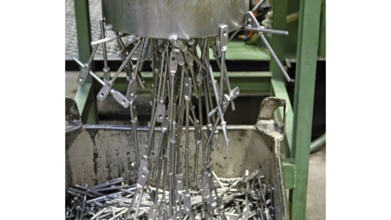 In Serie: 3,1 Milliarden Teile verlassen die Möhling-Werke im Jahr. Foto: HiGo