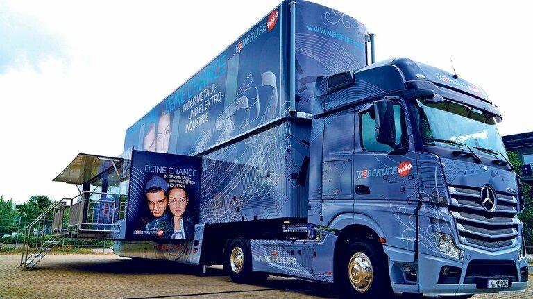 So lange der Truck nicht rolllt: Ein Livestream informiert derzeit über die Berufe  und ersetzt in der Pandemie den Besuch im M+E-InfoTruck.