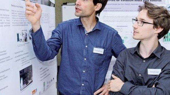 Tüftler am Werk: Benjamin Herzog (links) und David Feustel. Foto: Sturm