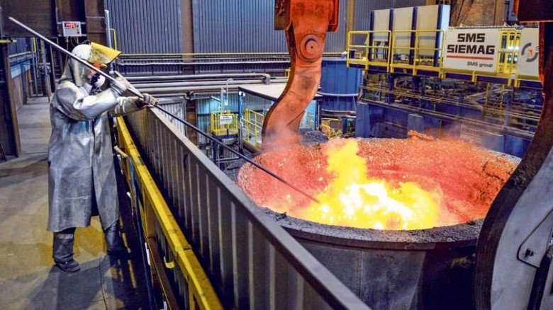 Glühende Masse: Gut 1.500 Grad heiß ist der Stahl in der Gießpfanne. Foto: Wächter
