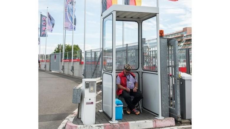 Trotz Motorenlärm: Dieser Herr hat die Ruhe weg … Foto: Straßmeier