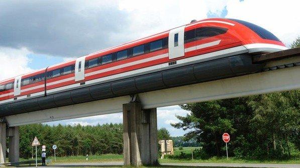 Konnte sich nicht durchsetzen: Die Magnetbahn Transrapid auf der Versuchsstrecke in Lathen (Niedersachsen). Die Idee einer Magnetbahn wurde bereits 1934 zum Patent angemeldet.