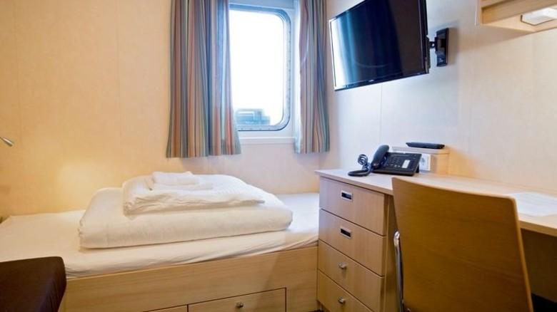 Wohnlich eingerichtet und mit Tageslicht: Die Einzelkabinen bieten viel Komfort. Foto: dpa