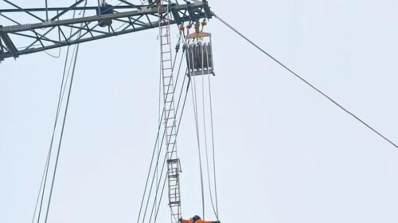 Bau einer Hochspannungsleitung in Thüringen: Statt solcher Stromtrassen sollen künftig vorrangig Erdkabel verlegt werden. Foto: Mauritius