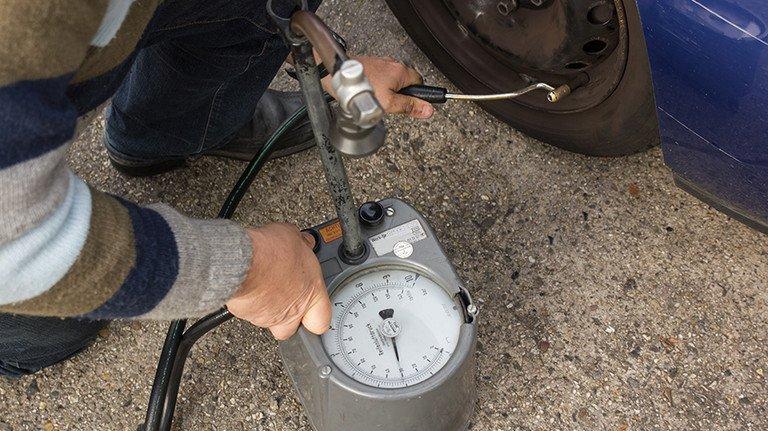 Spartrick: Regelmäßig den Luftdruck überprüfen. Foto: Adobe Stock