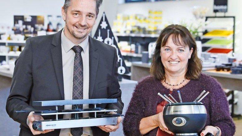 Mit Highlights: Geschäftsführerin Sigrid Klenk und Thomas Alter, Marketing. Foto: Karmann
