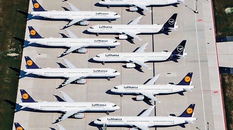 Maschinen der Fluggesellschaft Lufthansa stehen auf dem Areal des Hauptstadtflughafens Berlin-Brandenburg (BER) abseits der Start- und Landebahn. || Nur für redaktionelle Verwendung