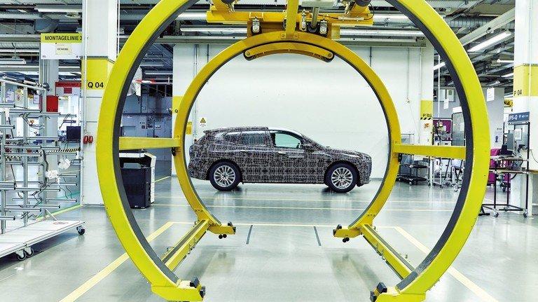 """Schlanker Prozess: BMW prüft im Pilotwerk, wie die Montagelinie für den """"iNEXT"""" aussehen könnte."""