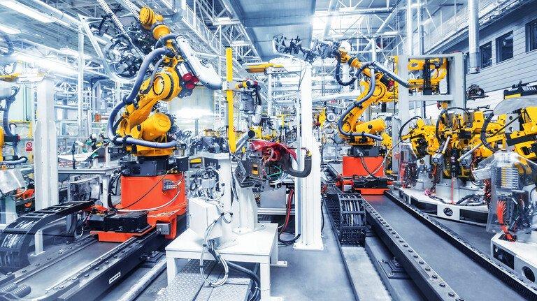 Arbeit im Wandel: Die Digitalisierung und Produktion in der Fabrik 4.0 stellt die Unternehmen vor große Herausforderungen.