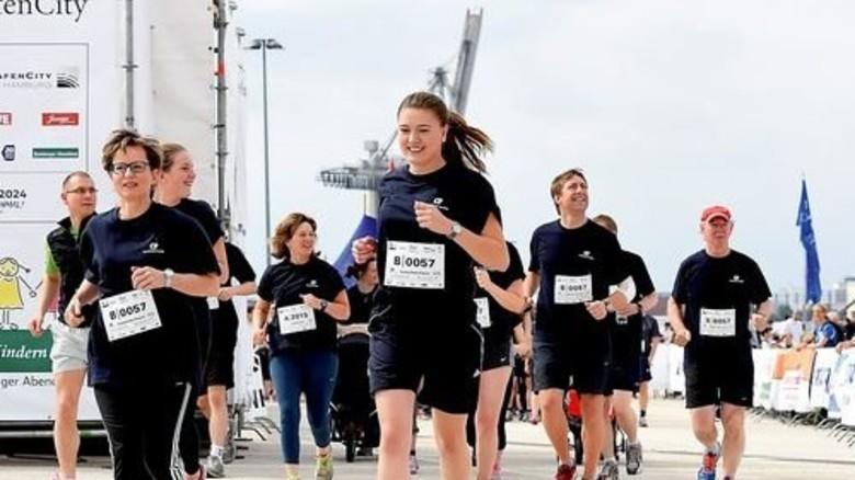 Sportlich: Mitarbeiter von Claudius Peters beim HSH Nordbank Run. Foto: Werk