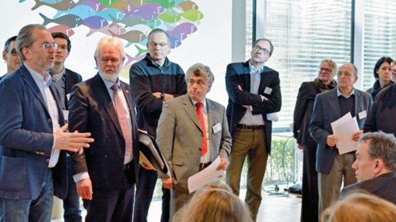 """Wegweisend: Lagebesprechung auf dem """"IntegrationsCamp"""" Foto: Scheffler"""