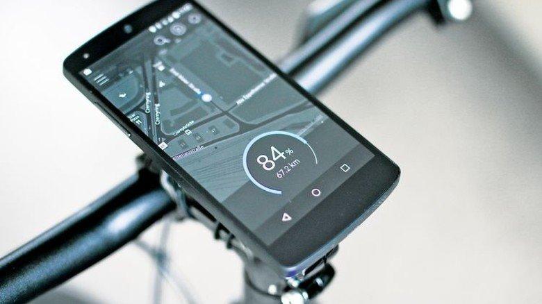 Hightech am Lenker: Gadgets wie das Smartphone weisen den Weg. Foto: Werk