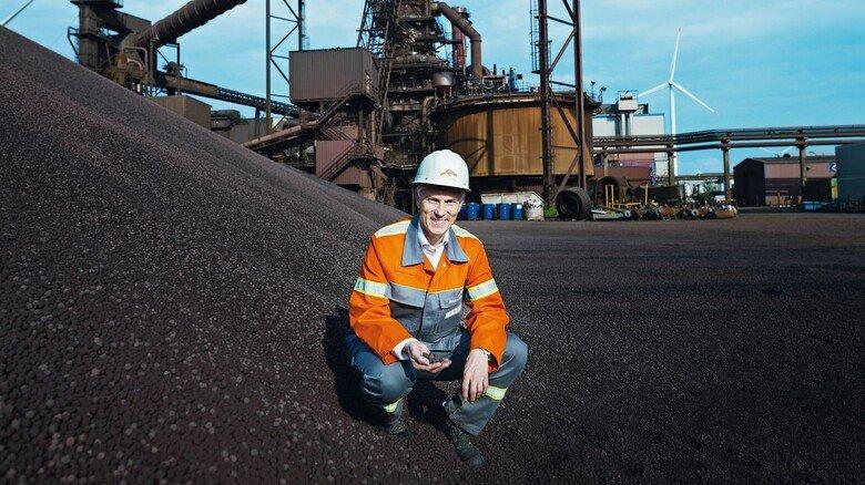 """Visionär: Uwe Braun, Chef von ArcelorMittal Hamburg, will in Zukunft mit Wasserstoff """"grünen Stahl"""" produzieren."""