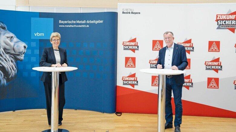 Zufrieden mit dem Abschluss des Tarifvertrags für die bayerische Metall- und Elektro-Industrie: Angelique Renkhoff-Mücke (vbm) und Johannes Horn (IG Metall Bayern).
