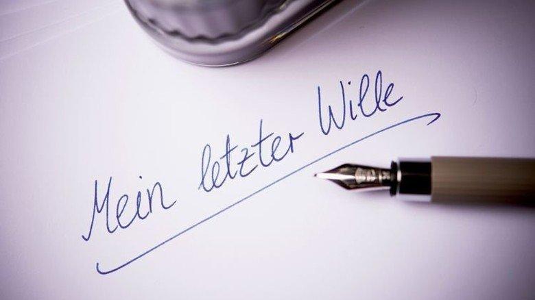Getipptes gilt nicht: Der Letzte Wille muss per Hand geschrieben werden. Foto: dpa
