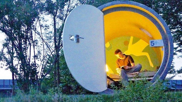 """Das etwas andere """"Parkhotel"""": Im Bernepark Bottrop bezahlt man pro Nacht nur so viel, wie man möchte. Foto: dasparkhotel/Andreas Strauss"""