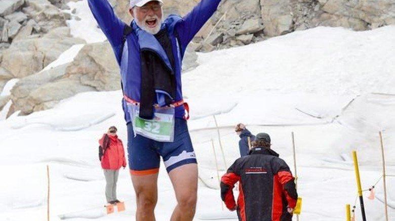 """Geschafft: Der Sportler 2012 beim """"Alpinathlon Engadin St. Moritz"""" in der Schweiz. Foto: Privat"""