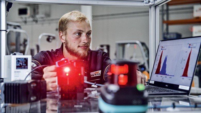 """An der Entwicklung des """"iGo neo"""" war auch Matthias Haase beteiligt, zu der Zeit noch als junger Student. Mittlerweile ist er seit zwei Jahren als Robotics Expert fester Bestandteil des Teams."""