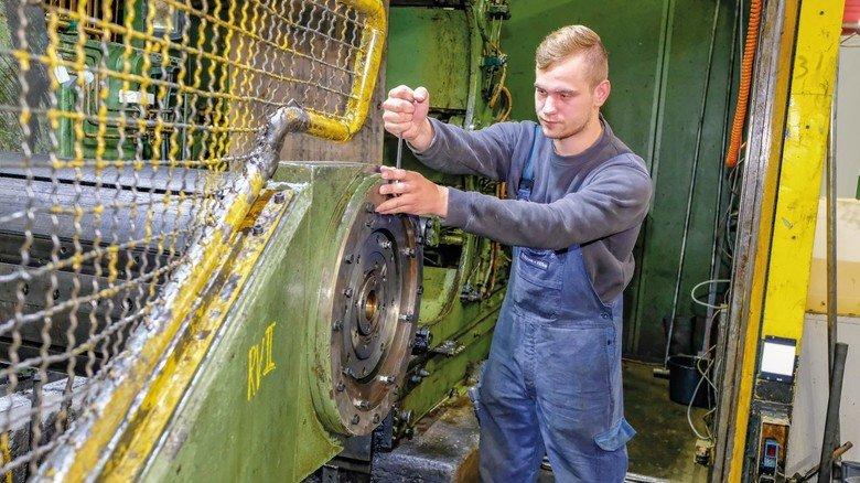 Hausmeister für die Maschinen: Warten, pflegen, reparieren - all das gehört zum Job des Industriemechanikers.
