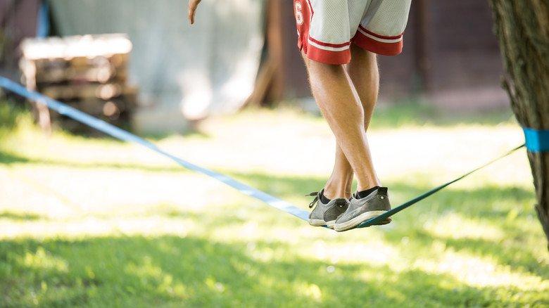 Manchmal etwas wackelig: Wer volljährig wird, steht nicht immer sofort fest mit beiden Füßen auf dem Boden