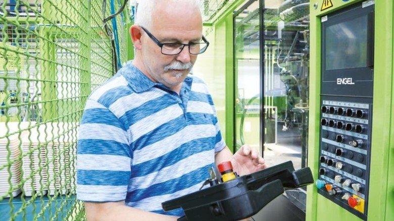 Will die Maschinen digitalisieren: Produktionsleiter Dietmar Krupp strebt eine schnellere Fertigung an. Foto: Stangmann