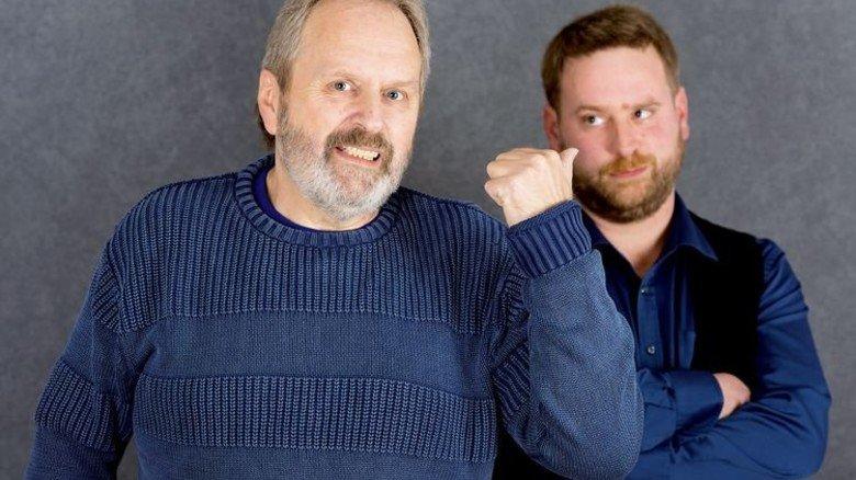 Der tut nichts: Vater Wolfgang mahnt den Filius zu mehr privater Vorsorge. Foto: Straßmeier