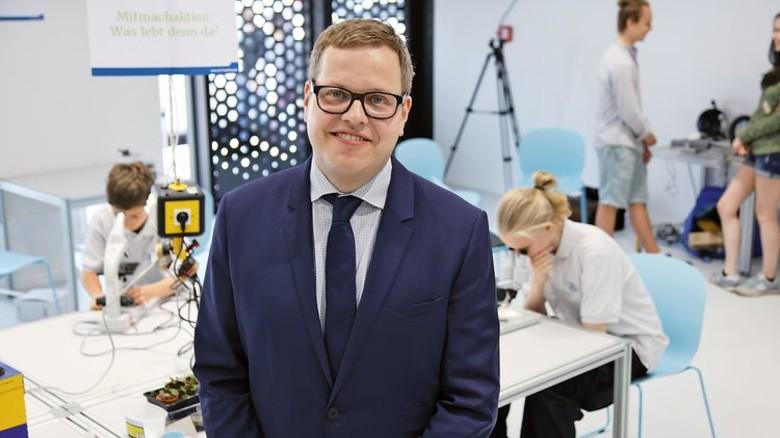 """""""Das SFZ ist auch ein Lehr-lern-Labor für angehende Lehrer."""" Thomas Garl, Geschäftsführer des Schülerforschungszentrums Hamburg. Foto: Steckel"""