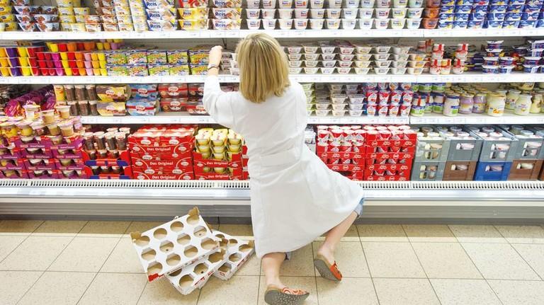 Aushilfe: Die meisten Aufstocker arbeiten im Lebensmittel- und Gastgewerbe. Foto: dpa