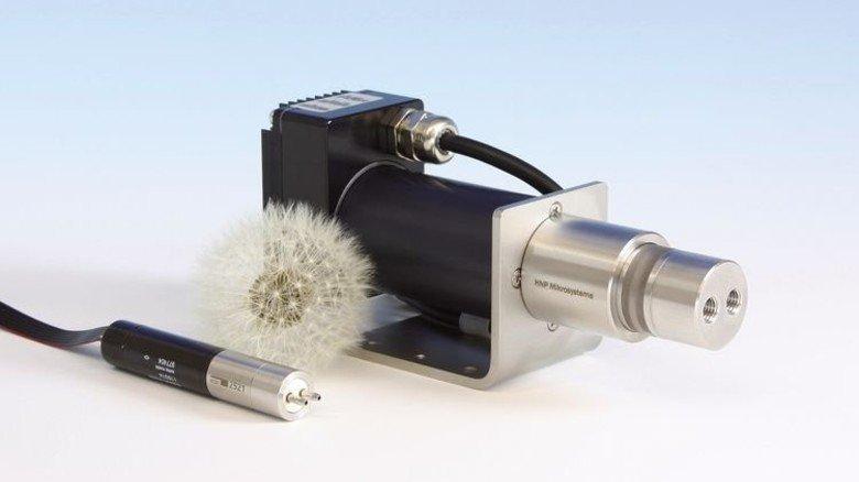 Kompakt: Viele Pumpen von HNPM wiegen nur wenige Gramm. Foto: Werk