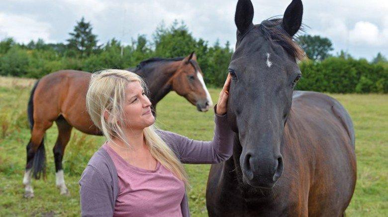 Hobby: Die 28-Jährige wohnt direkt an einer Pferdekoppel. Foto: Bahlo
