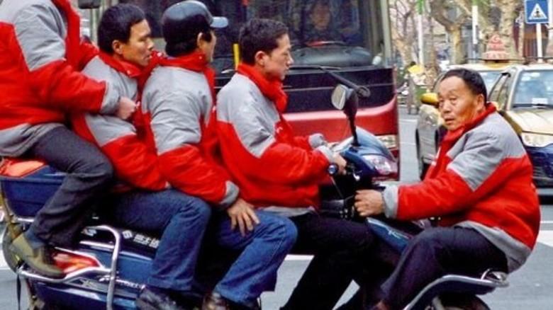 Fünfer mit Steuermann: Ein Schnappschuss aus der chinesischen Stadt Changde. Foto: Reuters