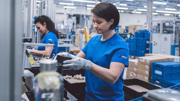 Exportorientierung: Die Mitarbeiter von ebm-papst in Landshut fertigen rund die Hälfte ihrer Produkte für Kunden im europäischen Binnenmarkt.