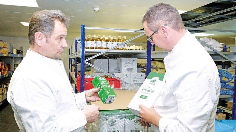 240.000 Tetrapacks Milch pro Jahr: Jetzt gibt es Zehn-Liter-Gebinde und bald Edelstahl-Container. Foto: Florian Lang