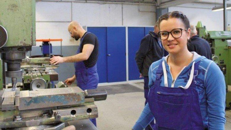 Hat Spaß an der Arbeit mit Metall: Die gelernte Friseurin Sofia Digiori. Foto: Finster