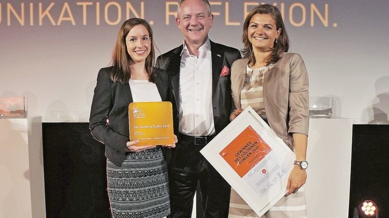 Marketing-Profis: Nina Kuhlmann, Matthias Klug und Rebecca Kellermann (von links) mit der Auszeichnung. Foto: Werk