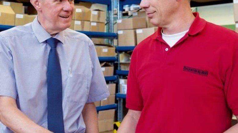 Große Pläne: Produktionsleiter Achim Licht (links) möchte die Konfektionierung digitalisieren. Foto: Eppler