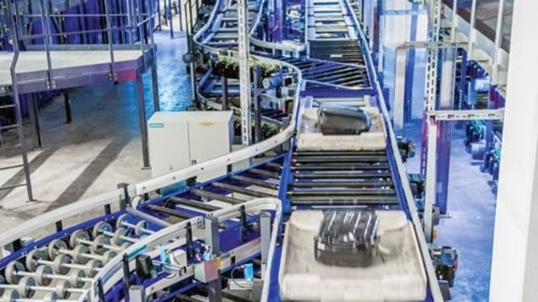 Irres Labyrinth:  Der Transport  findet in flachen Kunststoffbehältern statt. Foto: Roth