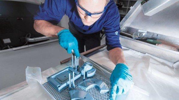 Präzise: Auf Basis von CAD-Daten werden hier Werkzeuge aus Metall gefertigt. Foto: Werk