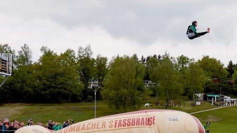 """Huuuiiiih! Beim """"Blobbing"""" auf dem Biggesee geht's in die Luft – einzigartig in NRW. Foto: Allmediax"""