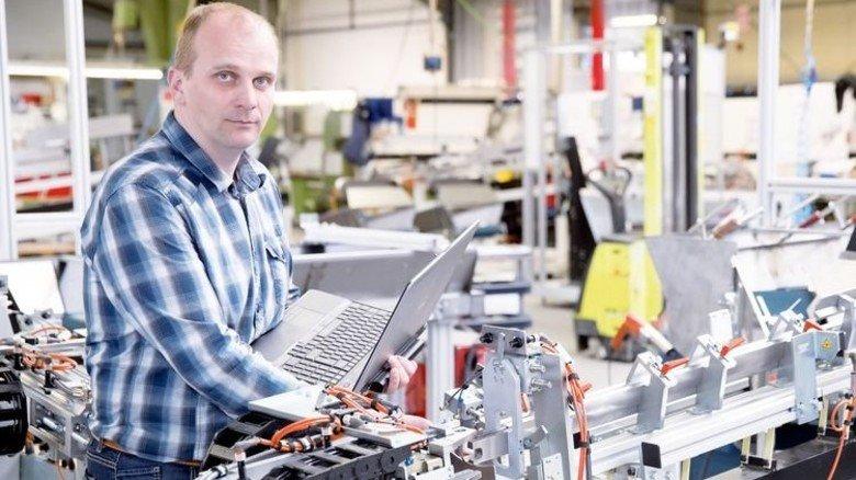 Zielstrebig: Steffen Beck programmiert seit 15 Jahren Roboter und SPS-Steuerungen. Foto: Karmann