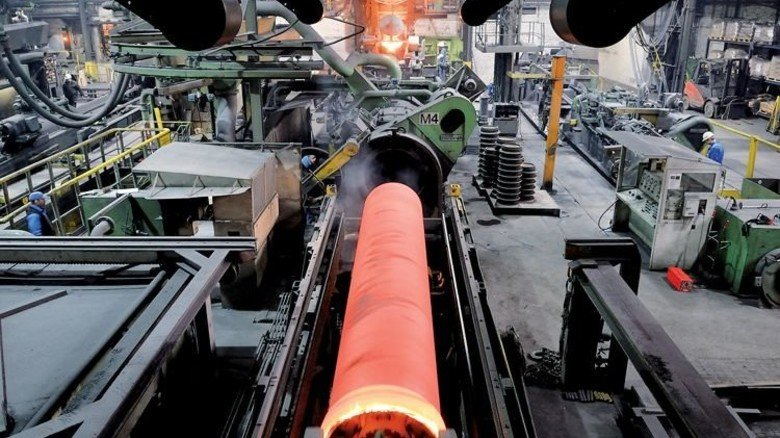 Zwischenstopp: Das glühende Rohr kann erst nach Stunden weiterverarbeitet werden. Foto: Scheffler