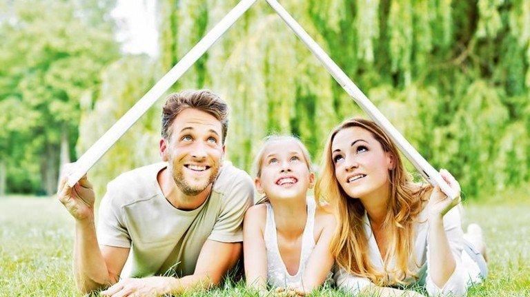 Häuschen im Grünen: Davon träumen viele junge Familien. Foto: Fotolia