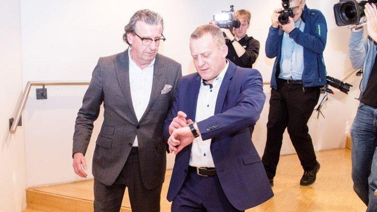 Tarifverhandlung: Südwestmetall-Chef Stefan Wolf (links) und IG-Metall-Bezirksleiter Roman Zitzelsberger. Foto: dpa