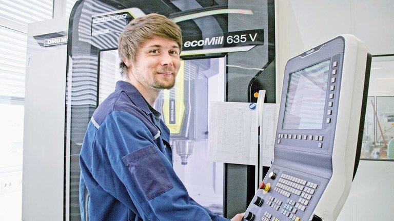 Motiviert: Thomas Schmid hofft, seine Ausbildung mit guten Noten verkürzen zu können. Das Lernen im Betrieb fällt ihm leichter als an der Hochschule.