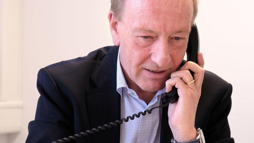 Verkaufsprofi Matthias Stümpke verbringt viel Zeit am Telefon.