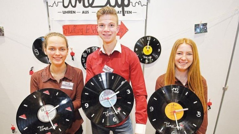 Pfiffig: Schwarzwald-Uhren mal ganz anders, von Schülern aus Gengenbach. Foto: Mierendorf