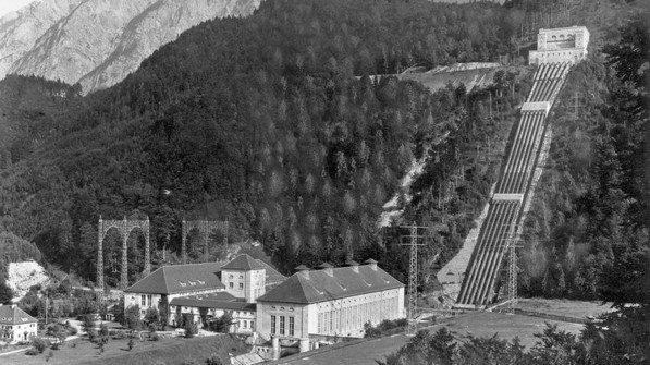 1924: Das Walchenseekraftwerk geht in Betrieb. Neben der Wasserkraft setzt Bayern später auch erfolgreich auf andere Stromquellen. Foto: Ullstein