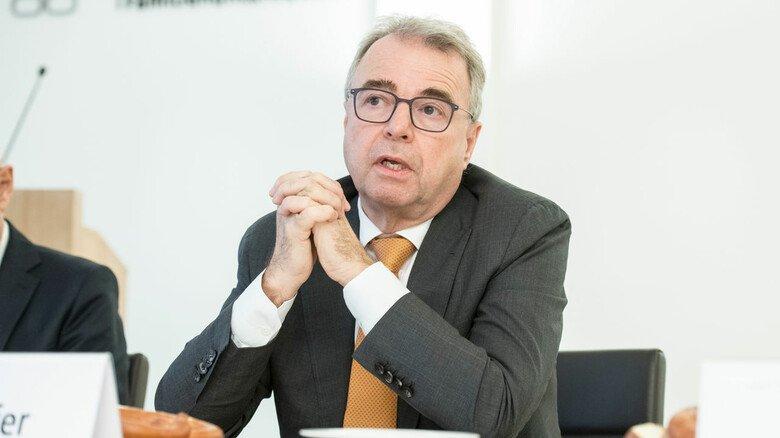 """Deutliche Mahnung: """"Jetzt kommt es dringend darauf an, Deutschland wettbewerbsfähiger zu machen"""", sagt Rainer Kirchdörfer, Vorstand der Stiftung Familienunternehmen."""